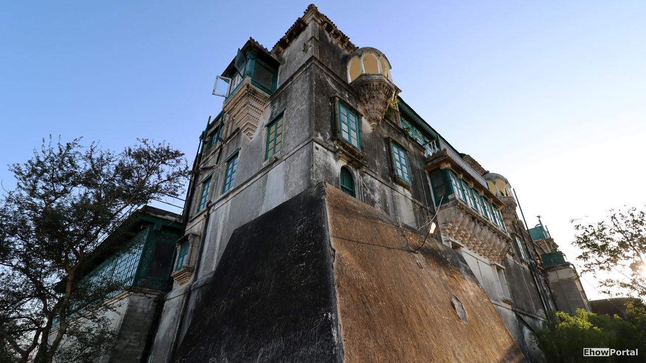 Outside Hingolgadh Palace bhavesh sondagar